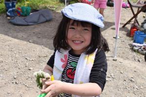 香り米プロジェクト 花冠と女の子